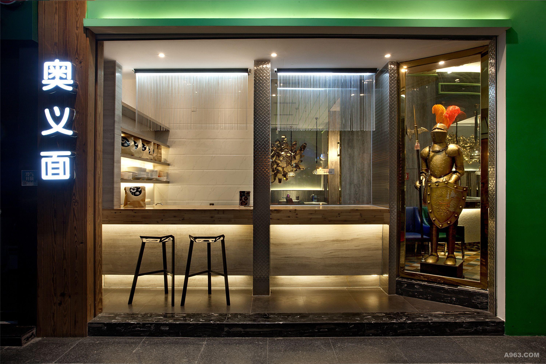 整个设计从室外门头,店招,品牌logo,乃至家具,饰品灯具,设计团队一手