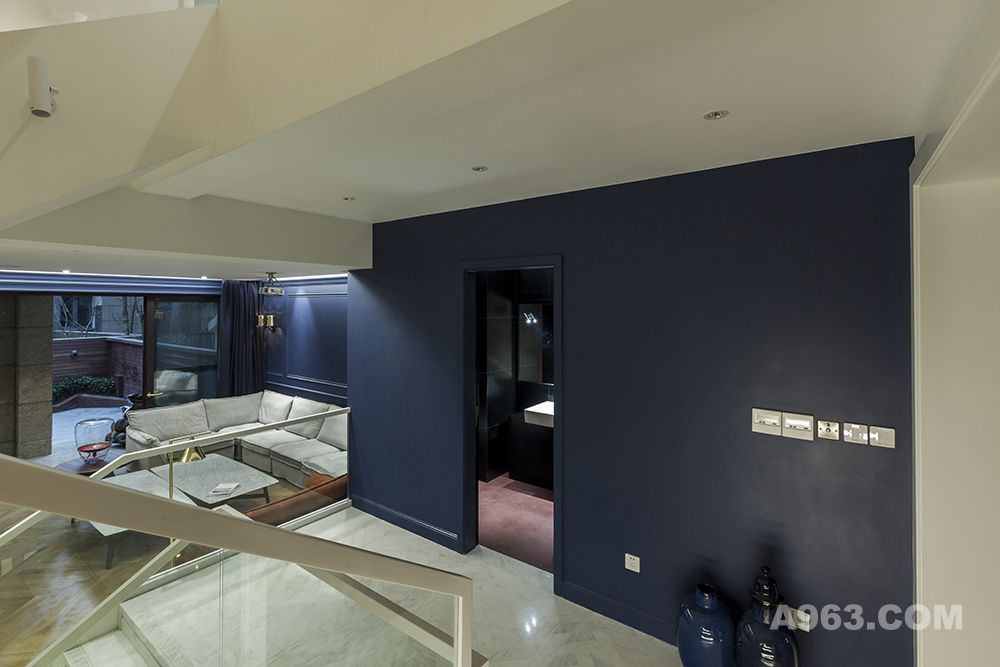 客厅:用色彩与材质作为块面对空间进行重组