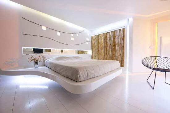 名称:Andronikos酒店   场地面积:7000平方米   建筑面积:2500平方米   客房套数:57套   Andronikos Hotel 酒店位于一座俯瞰Mykonos Town 镇的小山顶端,设有室外游泳池和健康中心。酒店设57间套间,室内装饰独特,巧妙利用了鹅卵石、不规则线条,还融入了基克拉迪群岛的特色。事务所从上世纪90年代起就着手对该酒店的翻新工作,主要遵循了纯净、简单、流畅和出其不意的理念。酒店套间内除了上述独特的装饰特色外,还有形状不规则的家具和起伏不平的墙面,用一种现代的手