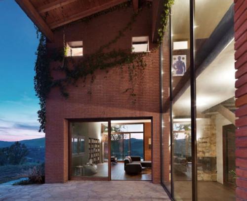住宅设计欣赏:意大利乡村风格红砖美宅