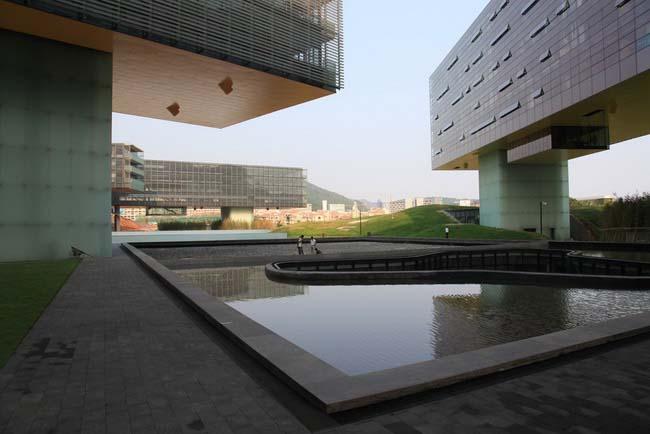 中华室内设计网 资讯中心 设计前沿 > 正文    这座折线形建筑与美国