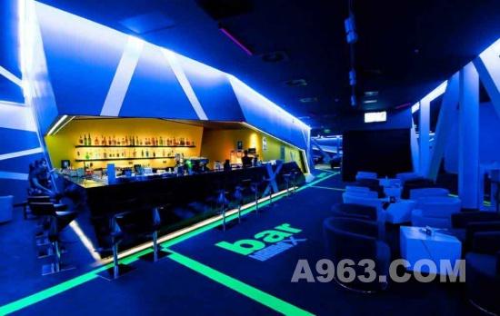 娱乐空间设计:罗马尼亚&quot黑盒子&quot休闲娱乐中心