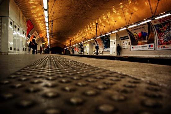 中华室内设计网 资讯中心 设计前沿 > 正文    在地铁城市中,它不仅代