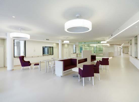 中华室内设计网 资讯中心 设计前沿 > 正文    这座老年医学疗养中心